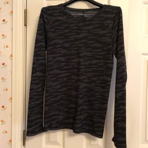 Under Amour Black Thermal Camo Top
